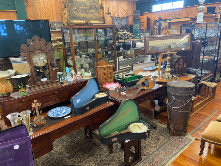 Estate, Antiques & Collectables Auction On-Site Sunday January 17th 11am